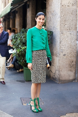 how to wear animal print skirt