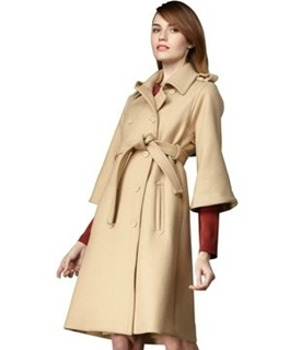 bracelet-sleeved coat