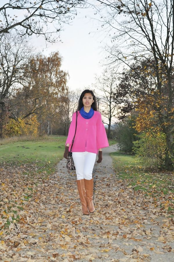 pink top with white jeans and brown riding boots