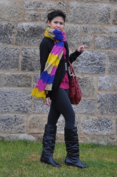 colorful casual outdoor outfit for winter