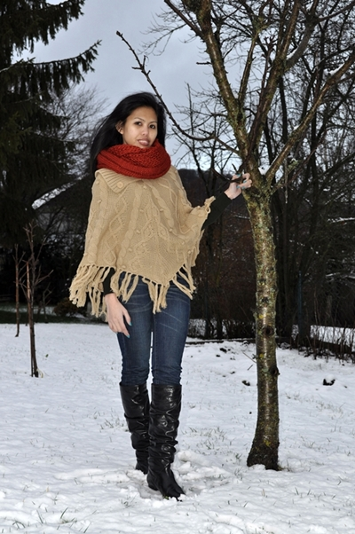poncho winter outdoor casual outfit