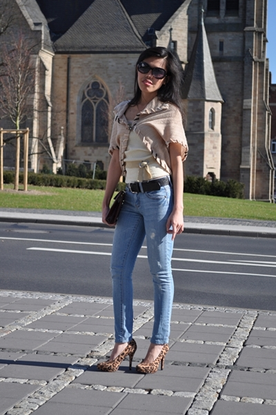ripped off jeans outfit