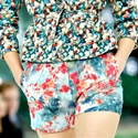 how-to-wear-print-shorts