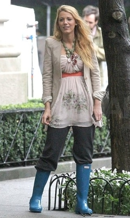 Blake Lively wearing rain boots with sweatpants