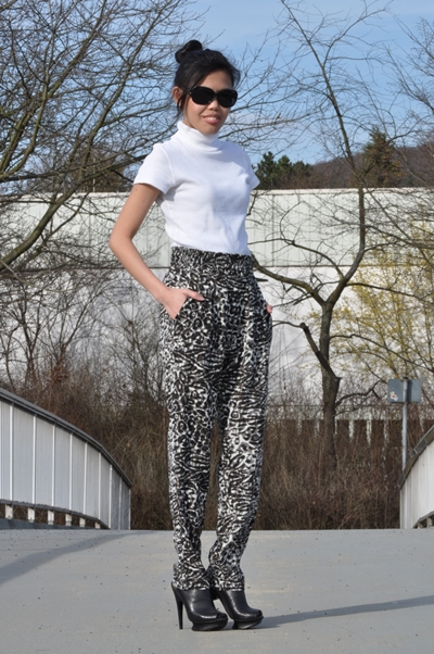 My Outfit: Printed Pants, Black and White Monochrome Look