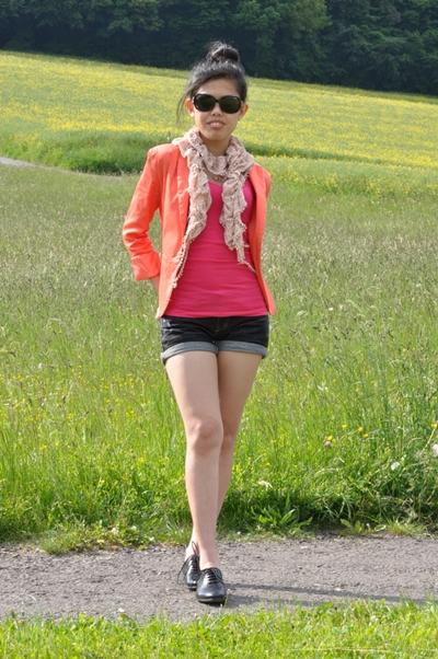 how to wear orange blazer
