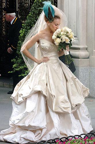 carrie-bradshaw-vivienne-westwood-wedding-dress