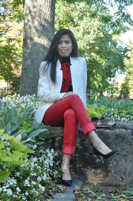 red skinny jeans white jacket