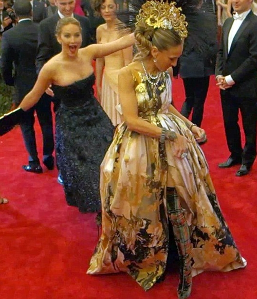 jennifer-lawrence-photobomb-jessica-parker
