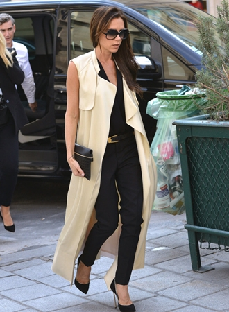 how to wear floorlength sleeveless trench coat