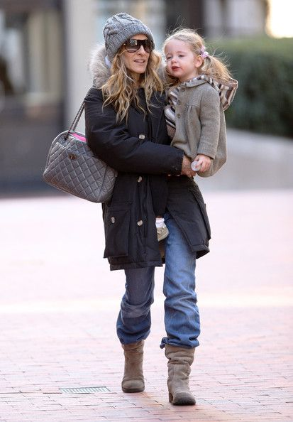 Sarah Jessica Parker in Slouchy Jeans and Flat Boots