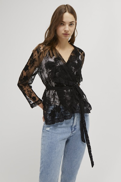 style your denim jeans with lace