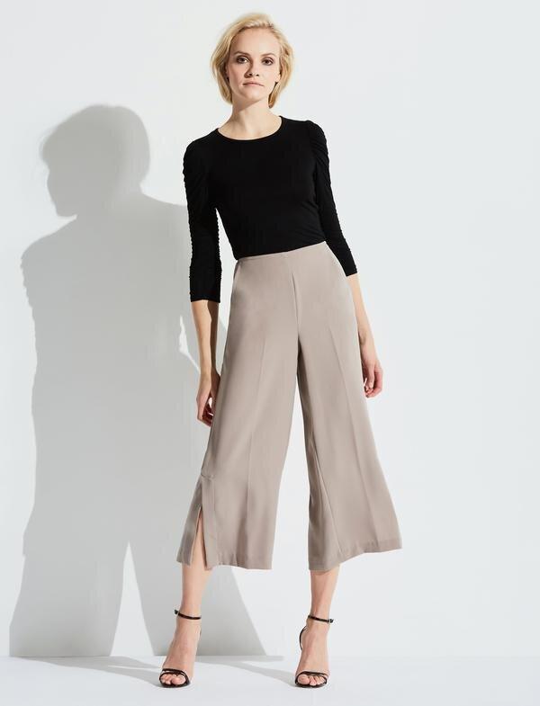 Feminine Cropped Pants