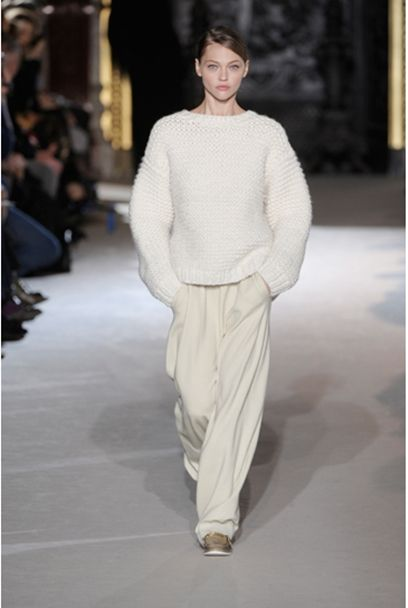 white-loose-knitted-sweater-cocoon-sleeves