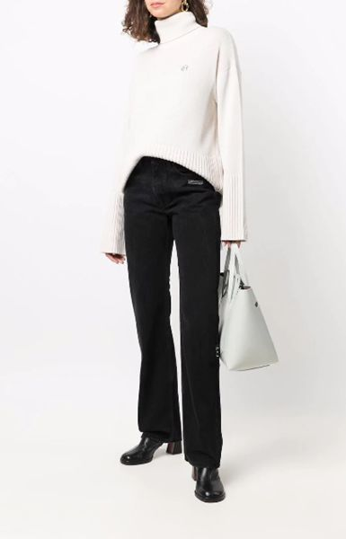 baggy-jeans-with-leather-square-toe-boots