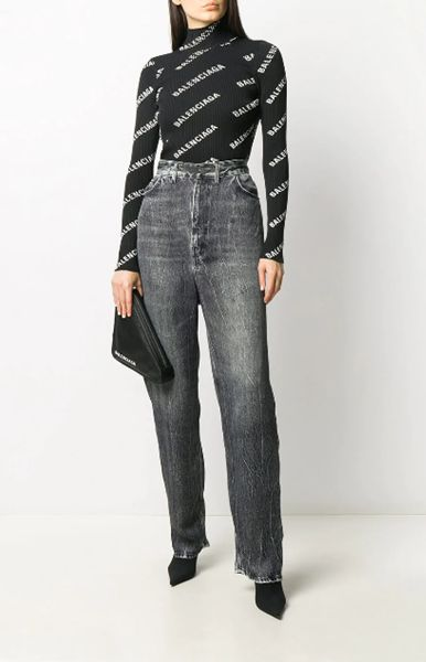 elongated-baggy-jeans-with-pointed-toe-ankle-boots
