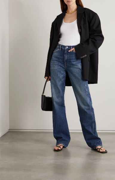 straight-leg-jeans-with-flip-flops