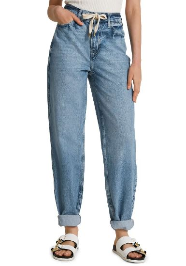 mom-jeans-with-birkenstock