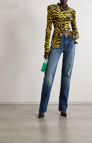 straight-leg-jeans-with-leather-pumps