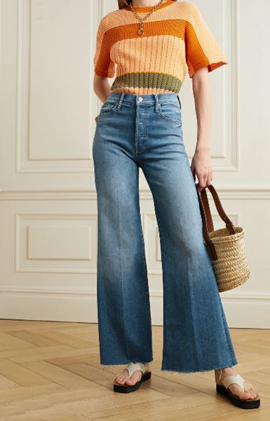 wide-leg-jeans-with-thong-sandals